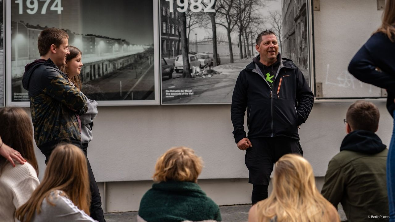 Berlin Wall - Wall tour for school classes with a contemporary witness.