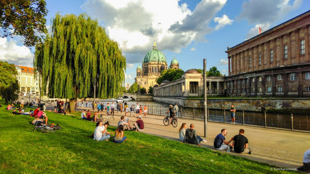 5 exciting and relaxing bicycle tours through Berlin