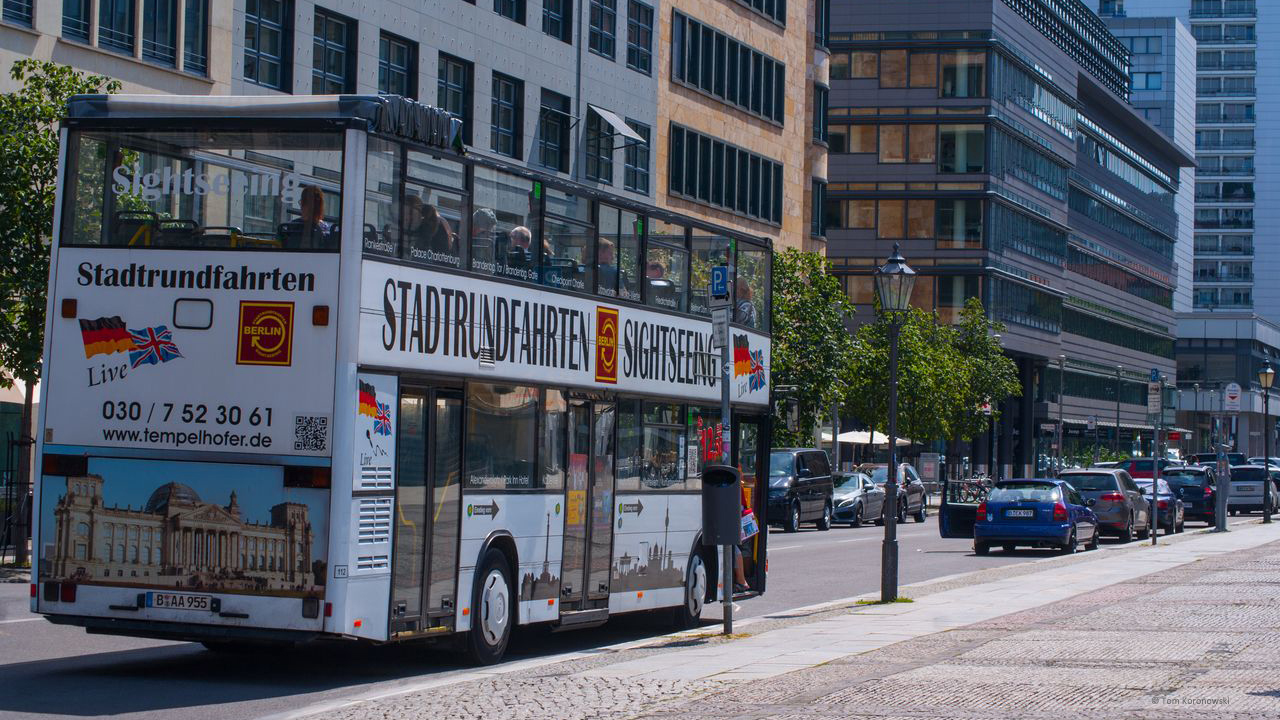 Hop-On/Hop-Off Bustour in Berlin mit Live-Kommentar